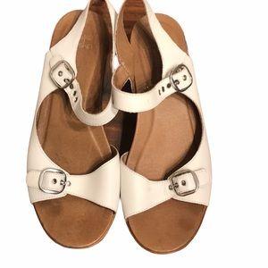 Dansko white sandals 39 (9-9.5)